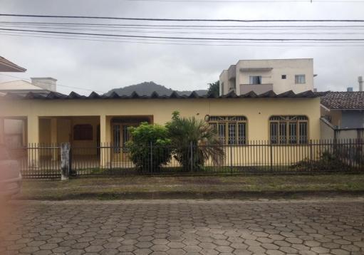 Casa de alvenaria no Iririu